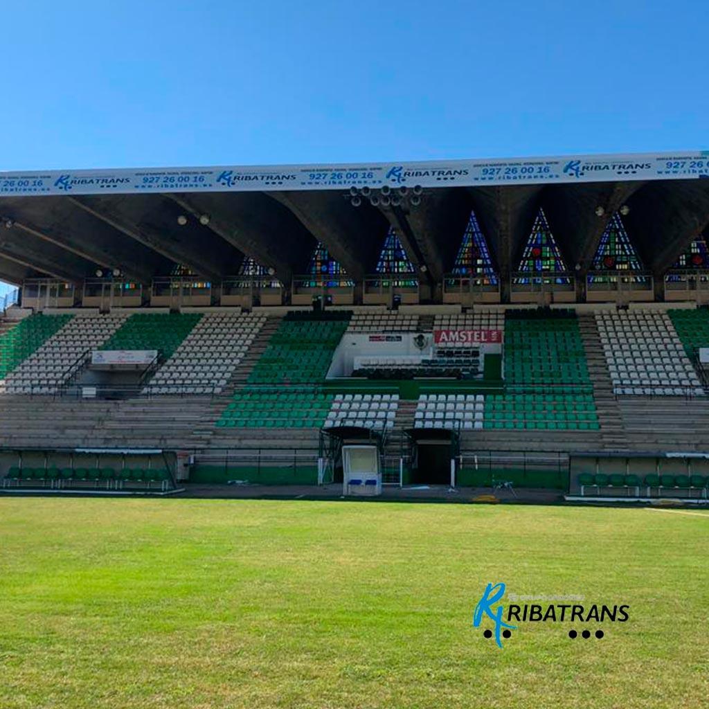 Publicidad en interior de Estadio del C. P. Cacereño